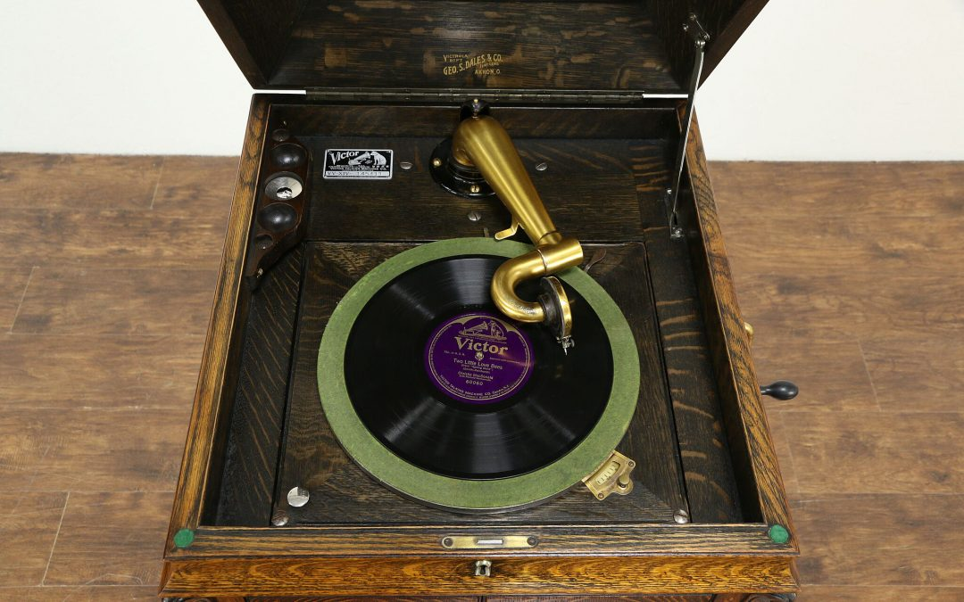 1913 Victor Talking Machine Co. Victrola VV-XI