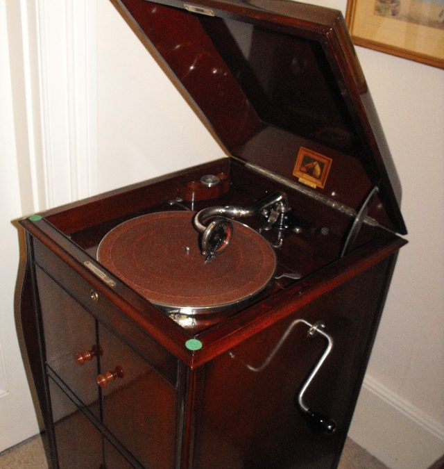 1925 His Masters Voice Gramophone Model 161