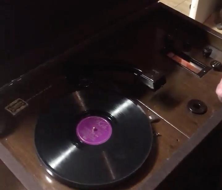 1933 Columbia Radio Gramophone Nº 621