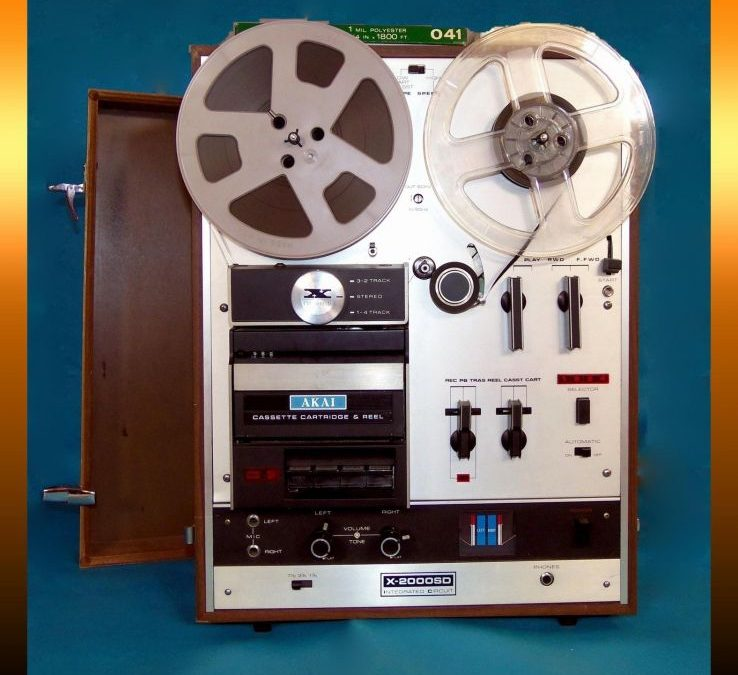 1973 AKAI Reel to Reel-Cartridge-Compact Cassette Combination Stereo Tape Recorder X2000SD