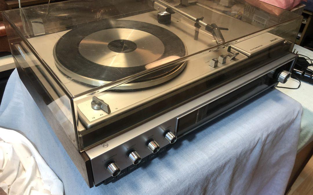 1972 Philips Tuner-Amplifier Record Changer 22RH814