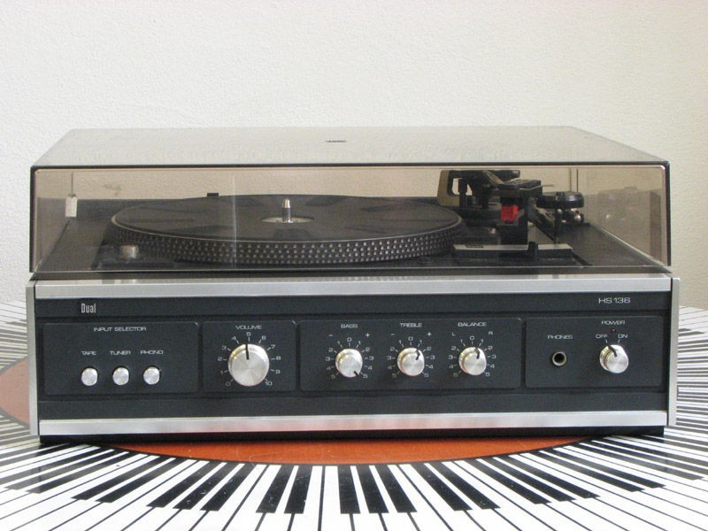 1979 Dual Stereo Turntable With Amplifier HS 136