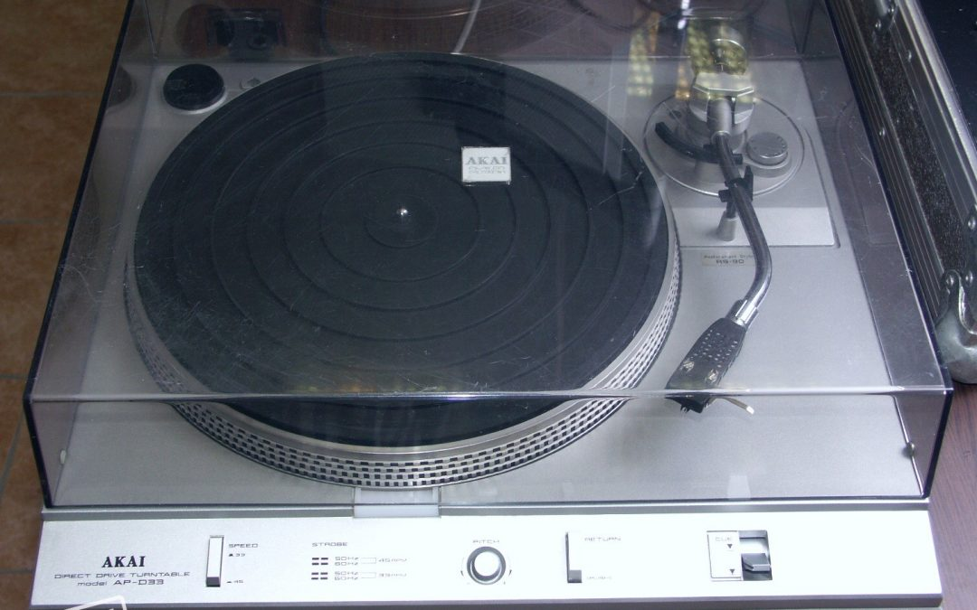 1981 Akai Direct Drive Auto-Return Turntable Model AP-D33