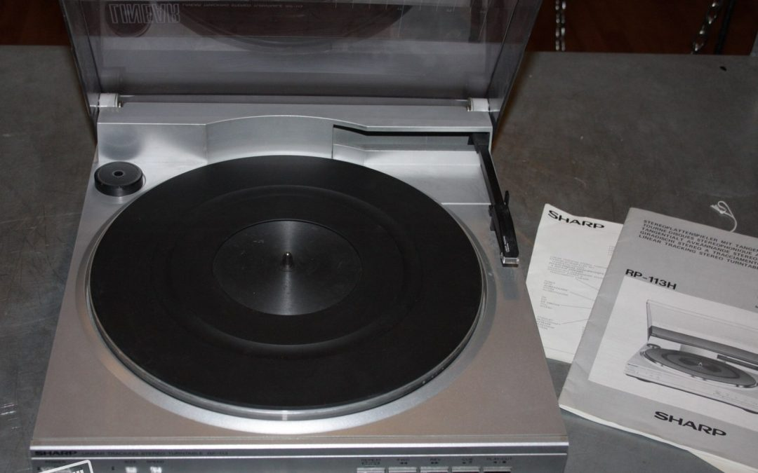 1984 Sharp Linear Tracking Stereo Turntable RP-113