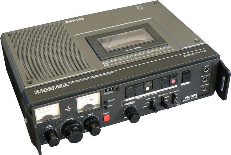 1985 Philips AudioVisual Portable Stereo Cassette Recorder D 6920 MK 2