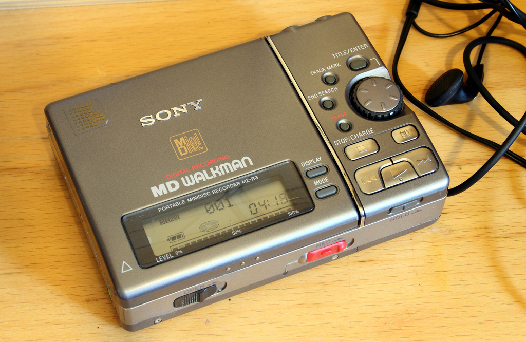 1995 Sony MD Walkman Portable MiniDisc Recorder MZ-R3