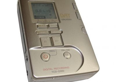 1997 Sony Digital Audio Tape-Corder TCD-D100 - Sony_TCD-D100_DAT-Recorder_Walkman.jpg