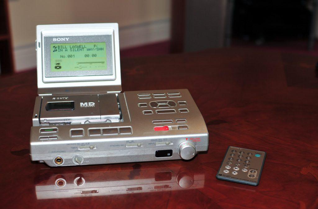 1997 Sony Portable MiniDisc Recorder Station MZ-R5ST