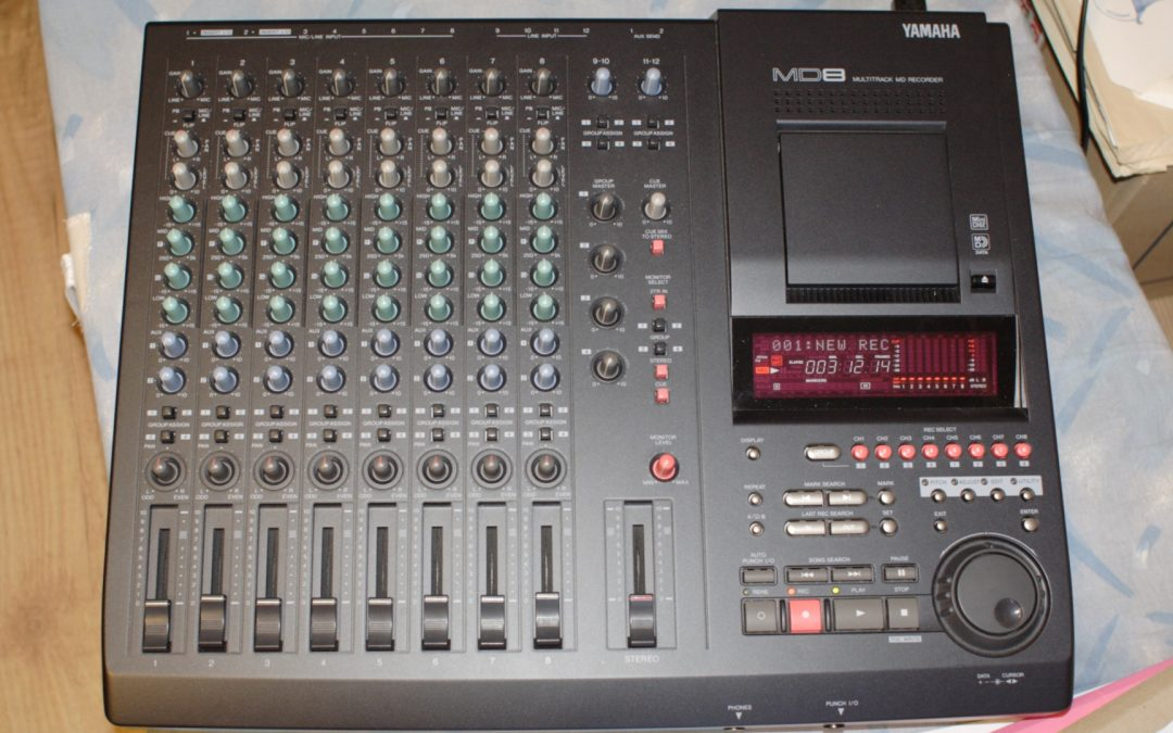 2000 Yamaha 8 Track Stereo MiniDisc Recorder MD8