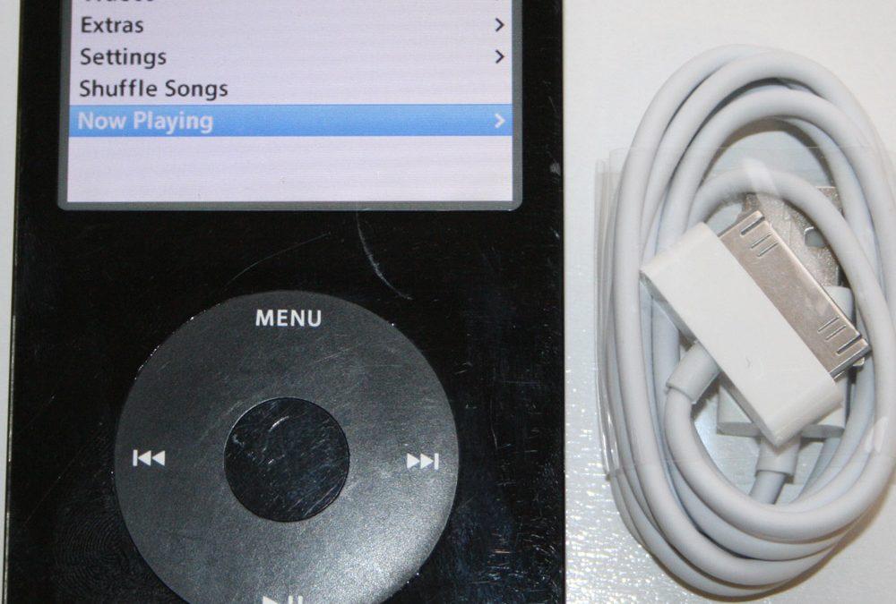 2012 Apple iPod Classic - 2004-Apple-iPod-Photo-02
