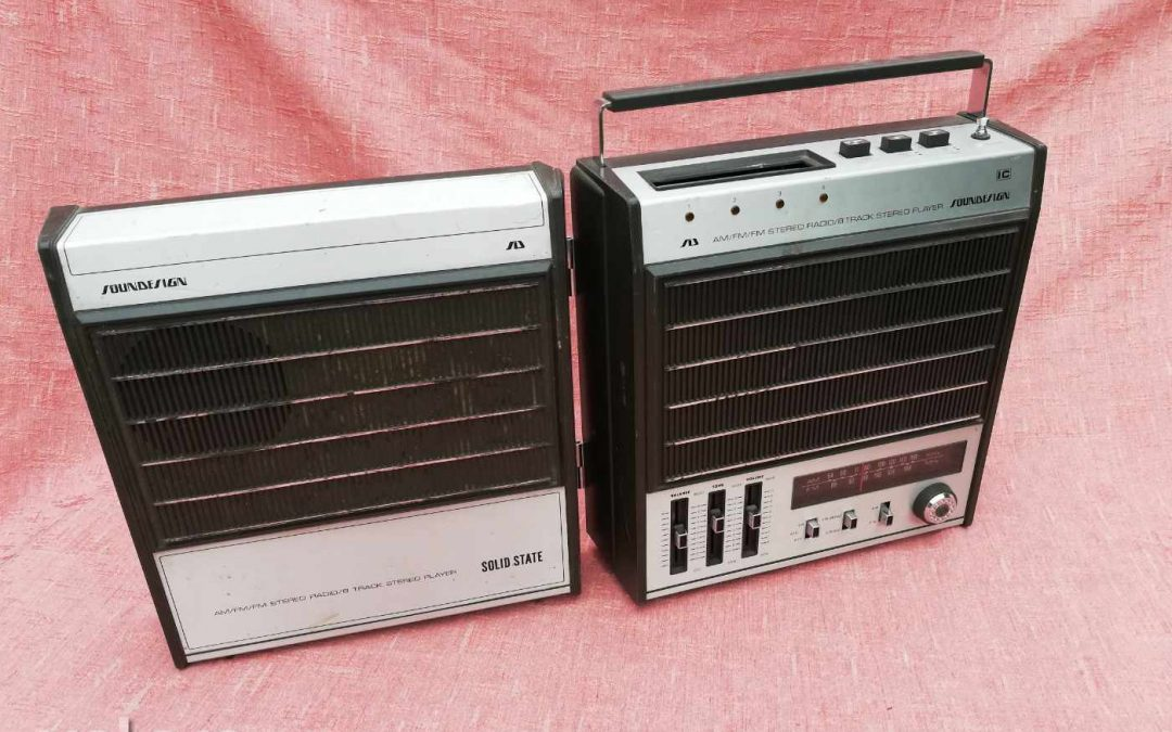 Soundesign Portable 8 Track AM/FM Player Radio Model 4983B